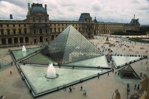 Air mancur Louvre
