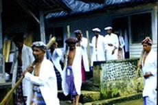 Warga adat Kampung Naga, yang sangat teguh memegang tradisi leluhur.