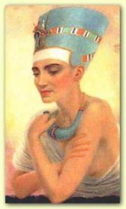 Nefertiti, wanita tercantik di Mesir, istri Akhenaten.