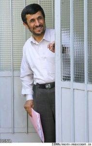 Ahmadinejad, presiden termiskin, tapi beliau presiden paling kuat otot nyalinya ( menghadapi AS & sekutu Eropa-nya ).