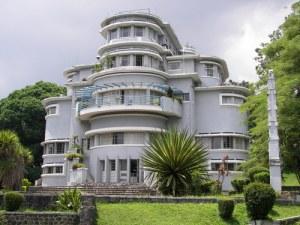 Villa Isola, karya Wolff Schoemaker. Kini jadi kampus UPI, Jl Setiabudi, Bandung.
