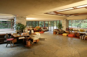 Interior Falling water house, karya Frank Lloyd Wright