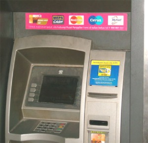 Anjungan Tunai Mandiri ( ATM ). Hati2 stiker call center/ hot line palsu yg dipasang para pembobol ATM. Dorong masuk sekalian kartu anda, lalu telpon call center yg benar ( anda sudah catat di phone book anda atau hafalkan sejak dari rumah ).