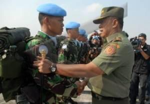 Pasukan kontingen Garuda dilepas Panglima TNI ke medan konflik di luar negeri.