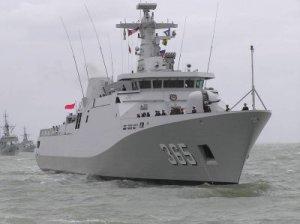Kapal Republik Indonesia ( KRI ) siap menjaga kedaulatan NKRI di wilayah laut kita yang sangat luas.