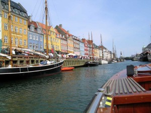 pemanfaatan sungai untuk sarana transportasi air ( riverway ) di Copenhagen, Denmark.