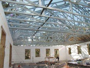 Rangka atap baja ringan, saingan rangka kayu di masa depan, jika hutan terus digunduli. Saat ini keberadaan gerainya masih terbatas.