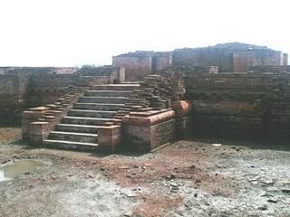 Candi Blandongan, yang terbesar saat ini di situs Batujaya. Ukurannya