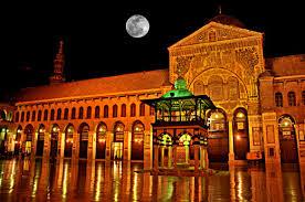 Makam solahuddin yang sederhana berada di kompleks gedung ini. pejuang
