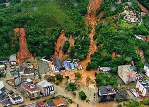 Banjir bandang di Manado, 14-15 Januari 2014. Di  TV, terlihat seperti tsunami di Aceh ( 26 Desember  2004 ). Mobil jumpalitan terbawa arus, juga bagian rumah dan bangunan. 4 jembatan putus, jalanan rusak oleh banjir setinggi 1,5-6 meter, angin sekencang 15-20 knot. Korban menepi di tempat2 tertinggi. Sungguh menggetarkan, karena saya pernah 4 tahun tinggal di sana. Kota yang tenang, hangat  penduduknya dan  indah pemandangannya karena berlokasi di tepi pantai. Sebuah kota yang tak pernah mengalami banjir sebelumnya, terlihat sangat tidak siap dilanda amukan air bah karena anomali cuaca. 245 orang tewas, 1.523 luka2, 1.044.990 orang mengungsi. Hingga Maret ini, masih ada 125 keluarga yang masih tinggal di tenda. Manado, tabahkan hatimu..